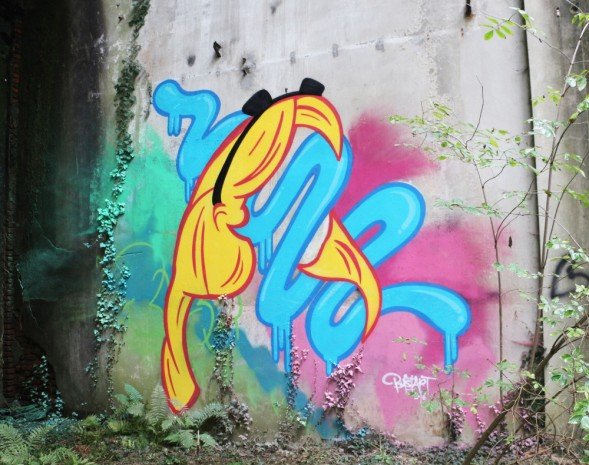 street art bust alice