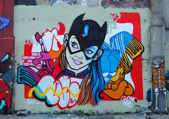 street art bust garfield