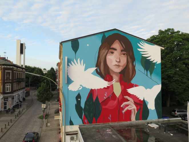 street art sabek woman and birds